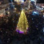 Κατακλύστηκε από κόσμο η κεντρική πλατεία Άργους Ορεστικού κατά τη φωταγώγηση του χριστουγεννιάτικου δέντρου
