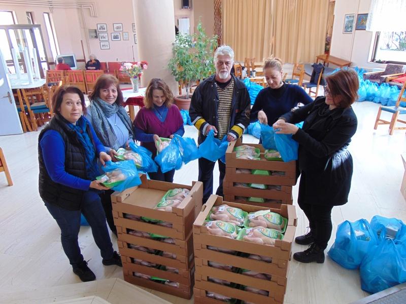 Διανομή τροφίμων από το προσωπικό των δομών »Βοήθεια στο Σπίτι» του Δήμου Παγγαίου