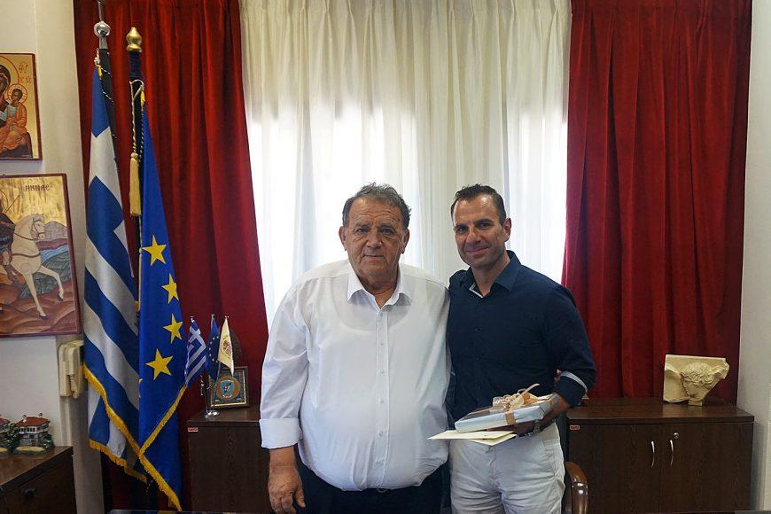 Ο Δήμαρχος Ανέστης Αγγελής υποδέχθηκε στο γραφείο του τον νέο δήμαρχο Γιάννη Κορεντσίδη
