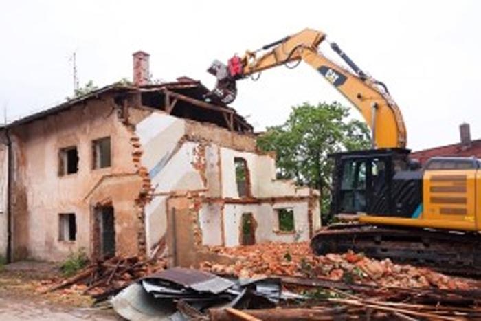 Αντιμετώπιση των προβλημάτων που δημιουργούνται με τα επικίνδυνα ετοιμόρροπα κτίσματα.