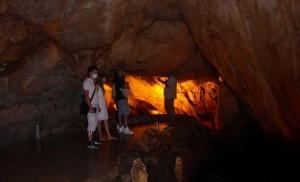 Με πολλούς επισκέπτες επαναλειτουργεί εδώ και λίγες μέρες  το εντυπωσιακό Σπήλαιο Δράκου στην Καστοριά.