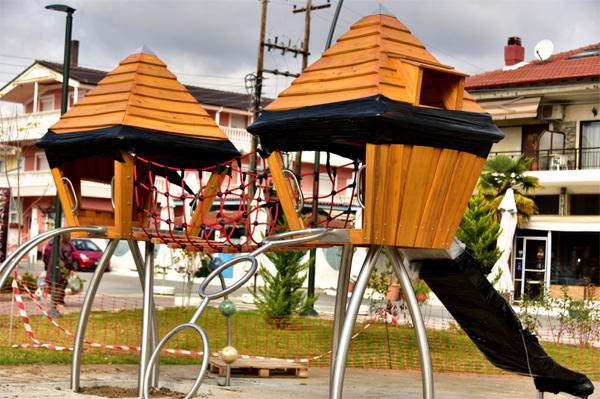 Κατασκευή παιδικής χαράς στη Ν. Ηράκλεια