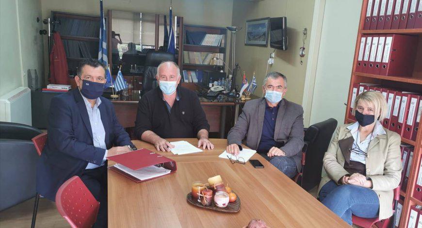 Συνάντηση δήμαρχου ρήγα Φεραίου με τον βουλευτή ΝΔ Μαγνησίας, Χρ. Μπουκώρο για κλειστό γυμναστήριο Βελεστίνου